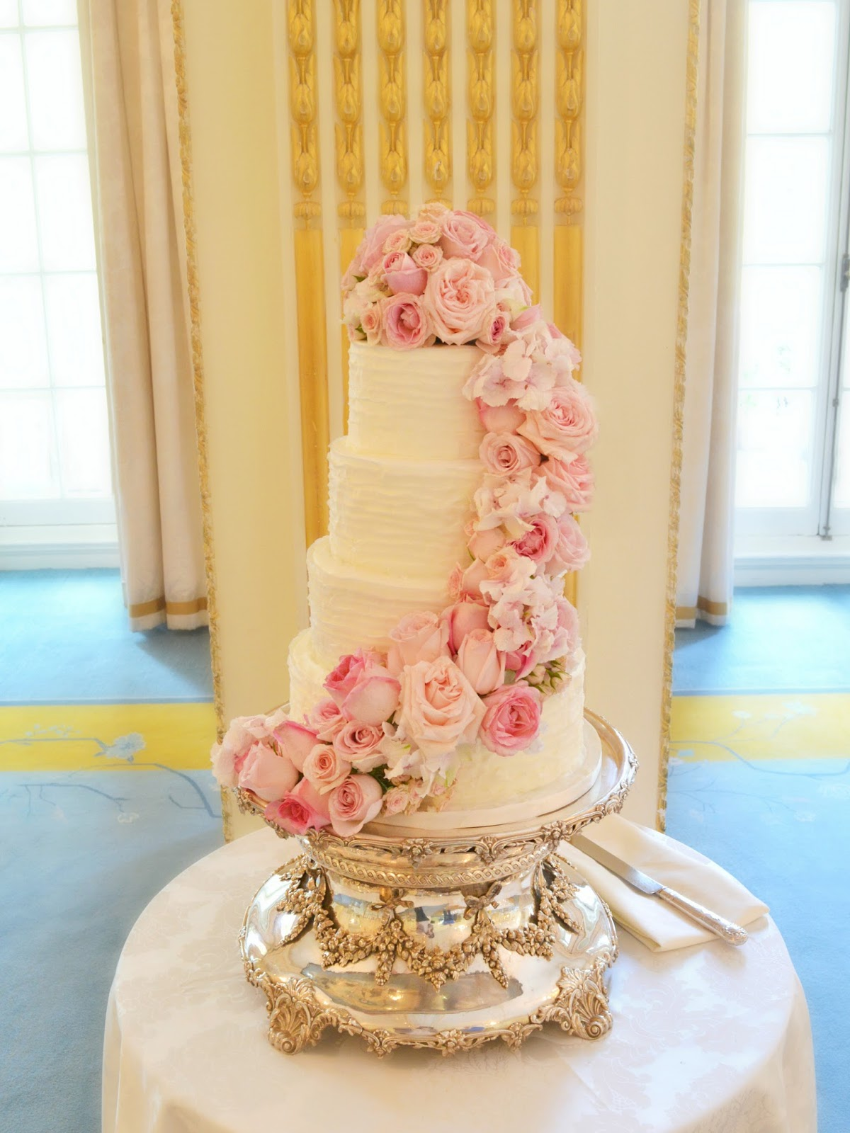 Pink Roses Wedding Cakes for Your Spring Wedding   Wedding Celebration