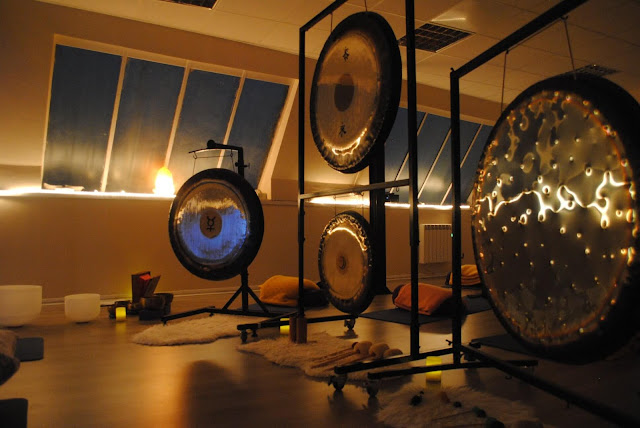 What happens in a gong bath? Tess Agnew Brighton fitness blogger