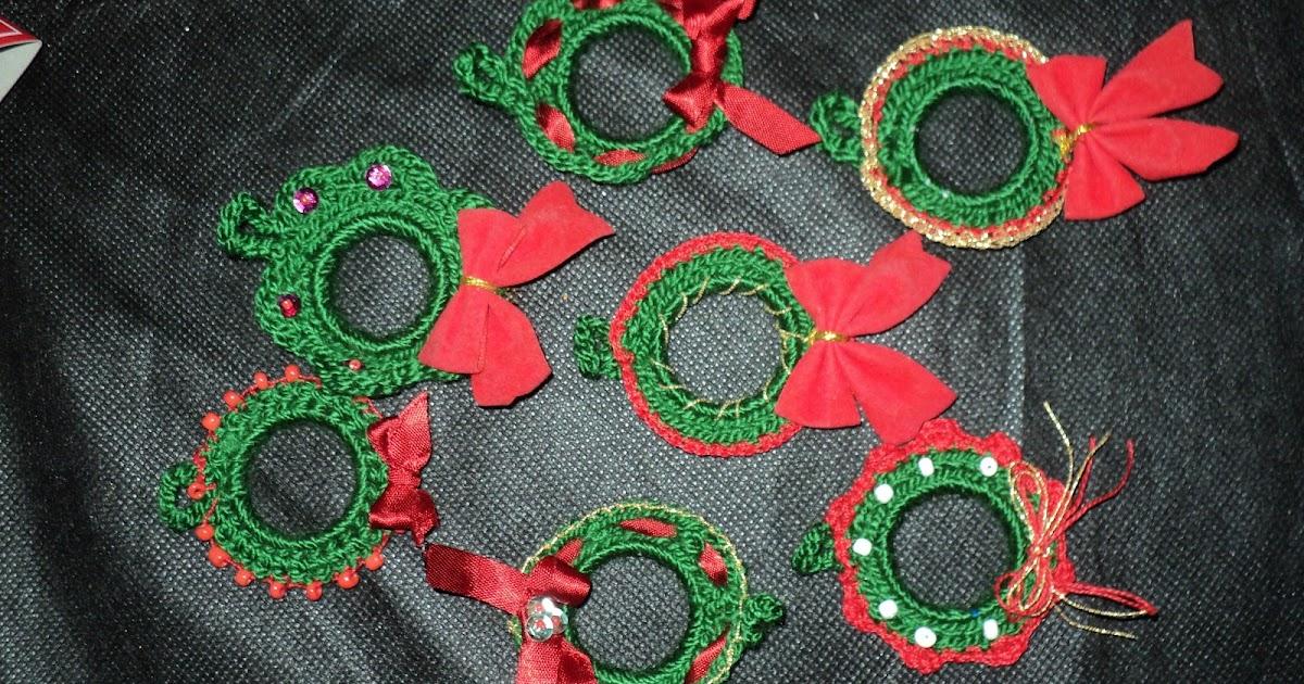 Reciclando aros de pl stico en adornos navide os for Materiales para hacer adornos navidenos