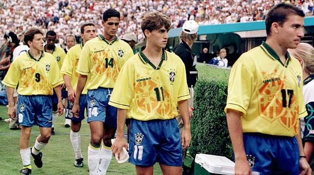 b898617dfa7c3 Os Jogos de Atlanta marcaram a estreia do futebol feminino na Olimpíada. As  brasileiras vestiram o mesmo uniforme dos homens