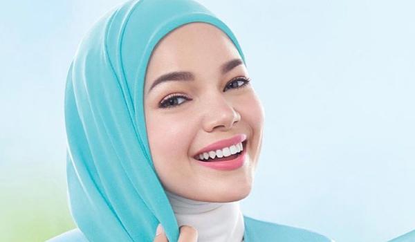 Tips Cantik Dewi Sandra