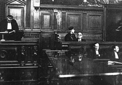 Ο Μπραζιγιάκ ήταν ήρεμος και διόρθωσε κάποια ασήμαντα σφάλματα - όπως τα χαρακτήρισε  ο ίδιος - που ανέφερε το κατηγορητήριο σχετικά με την καριέρα του και τις συνεργασίες του. Κατηγορήθηκε ότι είχε ζητήσει την αποφυλάκιση του από τους Γερμανούς, για την επίσκεψη του δυο φορές στην Γερμανία και την συμμετοχή του σε ένα συνέδριο της Βαϊμάρης το 1941 και για το βιβλιοπωλείο της Αριστερής Όχθης. Σχετικά με το βιβλιοπωλείο ο Μπραζιγιάκ θα απαντήσει πως κύριος σκοπός ήταν να πουληθεί κλασσική γαλλική λογοτεχνία των εκδόσεων Pleiade σε γερμανικά βιβλιοπωλεία και πανεπιστήμια των γερμανικών πόλεων που είχαν βομβαρδιστεί από τους Συμμάχους.