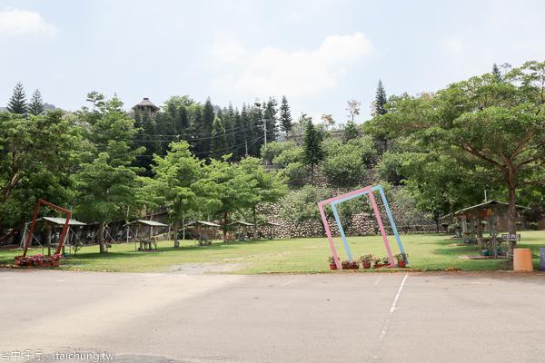 台中新社櫻花鳥森林5千棵蜀葵花、小火車、露營區,平日免費入園