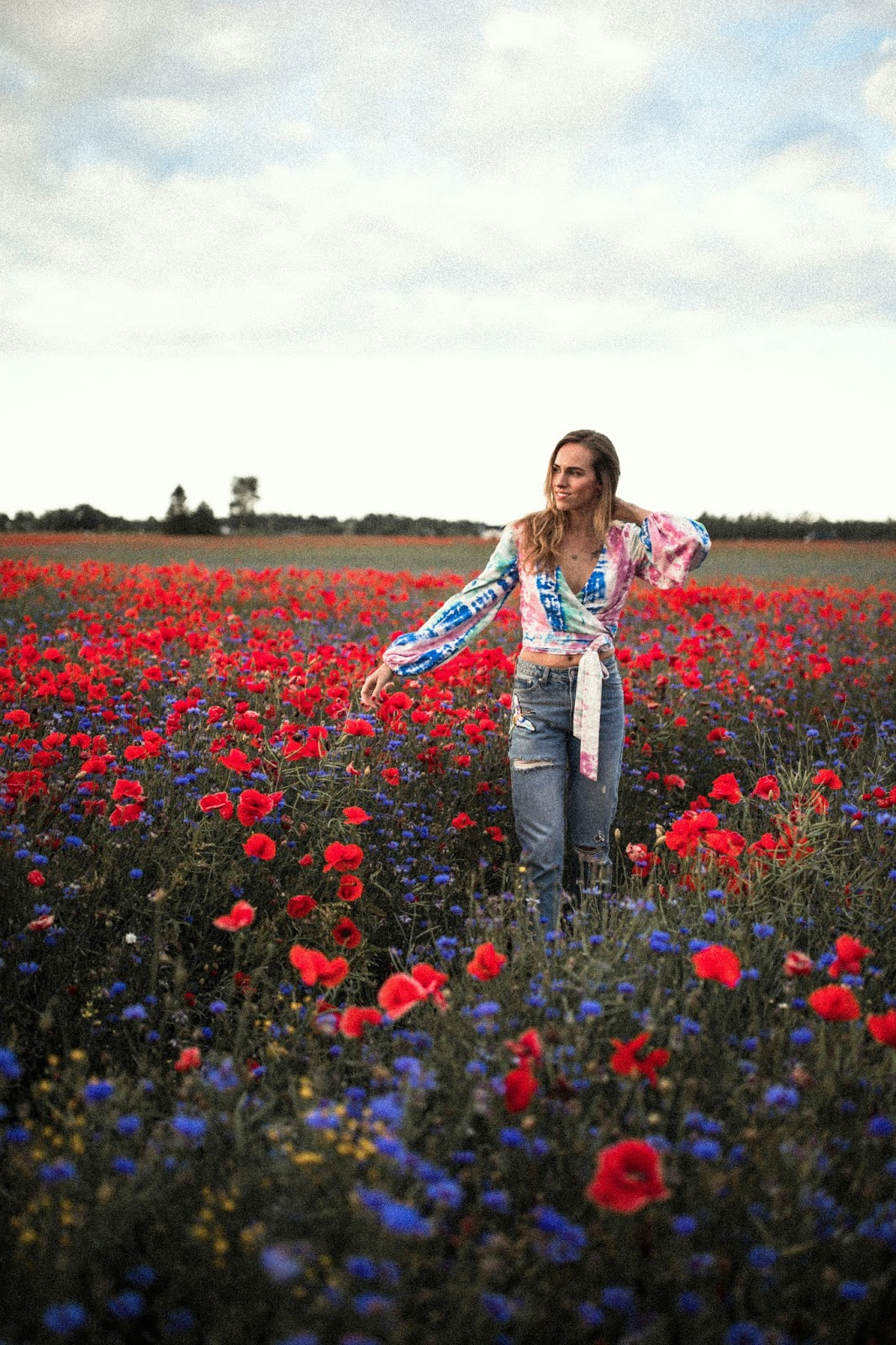 poppy field photoshoot summer girl