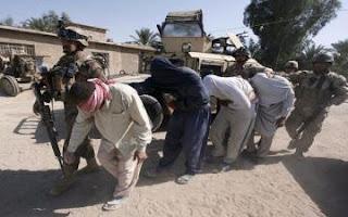 مضحك عناصر داعش المهزومه  يترجون و يتوسلون اهالي الموصل بالتستر عليهم لحين هروبهم  من المدينة !
