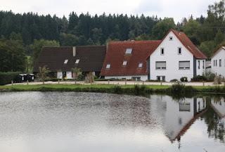 Беженцы уничтожили отель в Германии