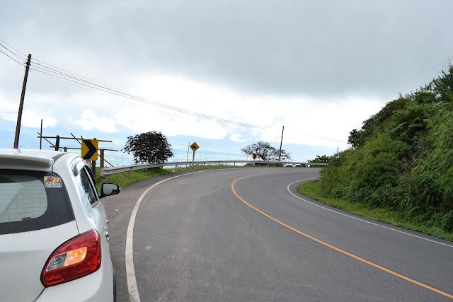 เส้นทางขึ้นภูทับเบิกเป็นเขาสูง คตเคี้ยว ต้องใช้ความระมัดระวังในการขับขี่