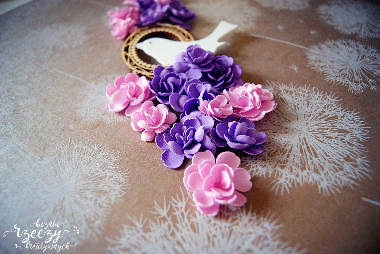 Ręcznie robione kwiaty z foamiranu na ciepło.