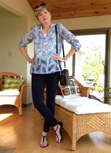 Veronica Beard cropped pants, Tory Burch tunic, Michael Kors sandals, Mackage bag