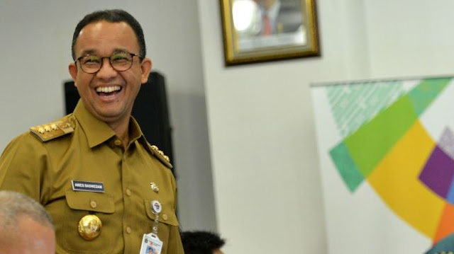 Imam Besar 'Terlunta-lunta' di Negeri Orang, Anies Baswedan Disebut Kacang Lupa Kulitnya...