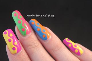 Zig-zag nail art