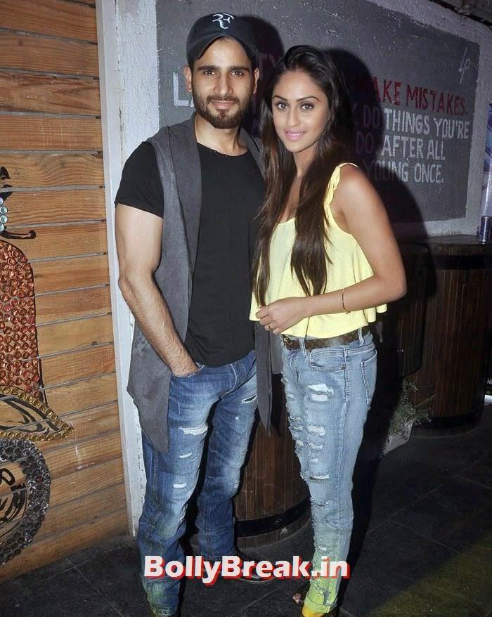 , Krystle Dsouza hot Photos in Jeans & Tank Top at Mumbai Warriors Team Launch