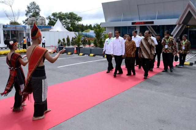 Saat Jokowi Resmikan Bandara Silangit dengan Bahasa Batak Toba...