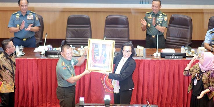 Penandatanganan Nota Kesepahaman tentang Kerja Sama Pelaksanaan Tugas dan Fungsi Kementerian Keuangan dengan Tentara Nasional Indonesia.