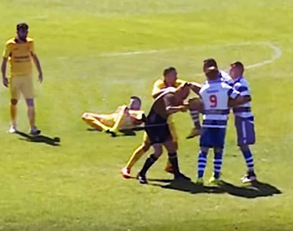 """Un """"futbolista"""" rompe la nariz de un rodillazo a árbitro en  Portugal"""