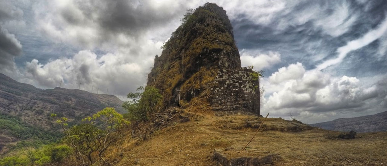 पेठ किल्ला - Peth Fort
