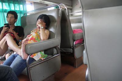 penumpang kereta norak