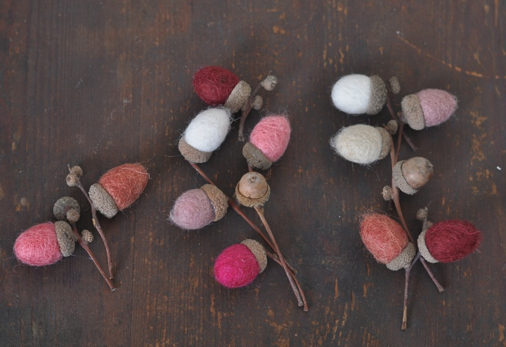 beautiful DIY Felt Acorns, a great alternative to the ver-present pumpkins