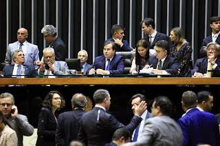 http://vnoticia.com.br/noticia/2440-camara-aprova-decreto-de-intervencao-no-rio-senadores-votam-medida-nesta-terca