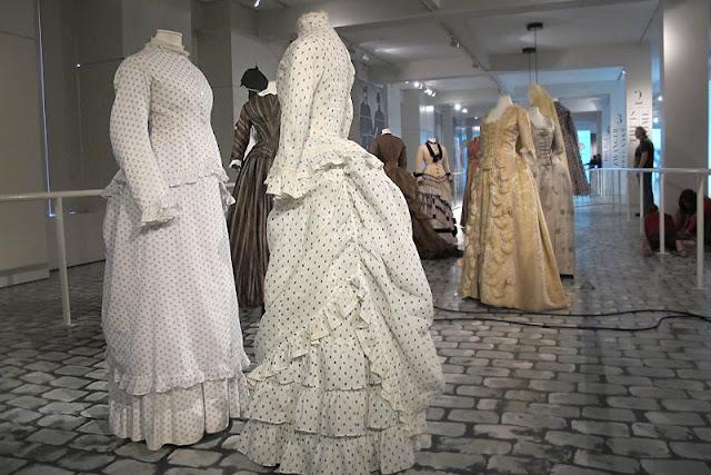 Antwerpen: Momu: vrouwenkleding van 1750 tot 1950