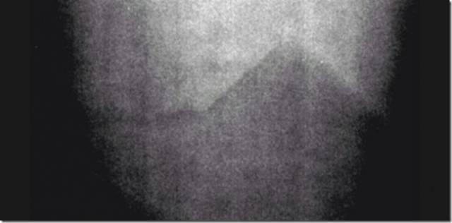 Ay'ın Arka Yüzeyi ve Aydaki Piramit Fotoğrafı