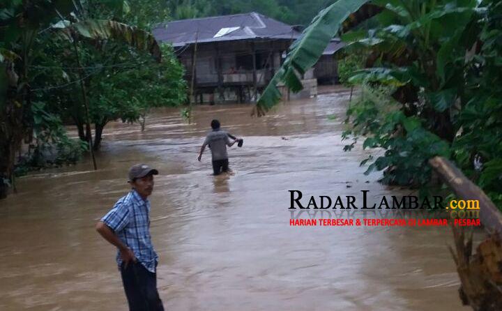 Banjir, Satu Keluarga di Bumi Hantatai Hilang Terbawa Arus