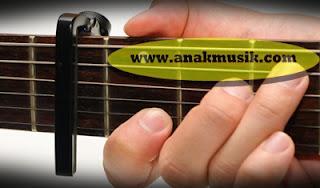 Fungsi Capo (Aksesoris) Gitar Akustik
