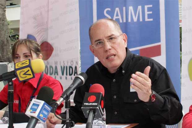 Presidente del Saime: Sí hay material para los pasaportes