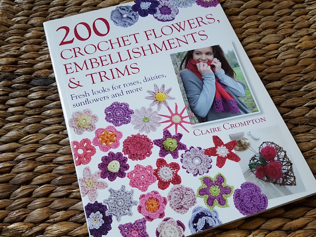 Book Review: 200 Crochet Flowers, Embellishments and Trim by Claire Crompton