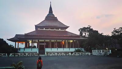 pemandangan di pagoda watu gong