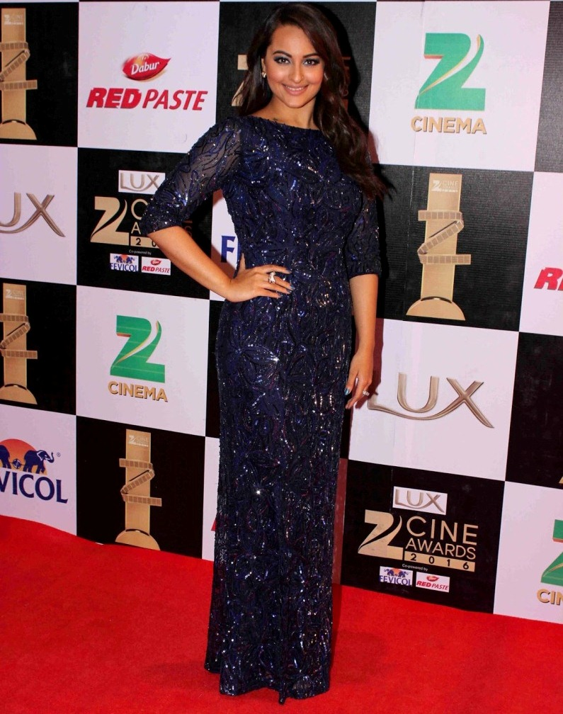 Sonakshi Sinha At Zee Cine Awards In Blue Dress