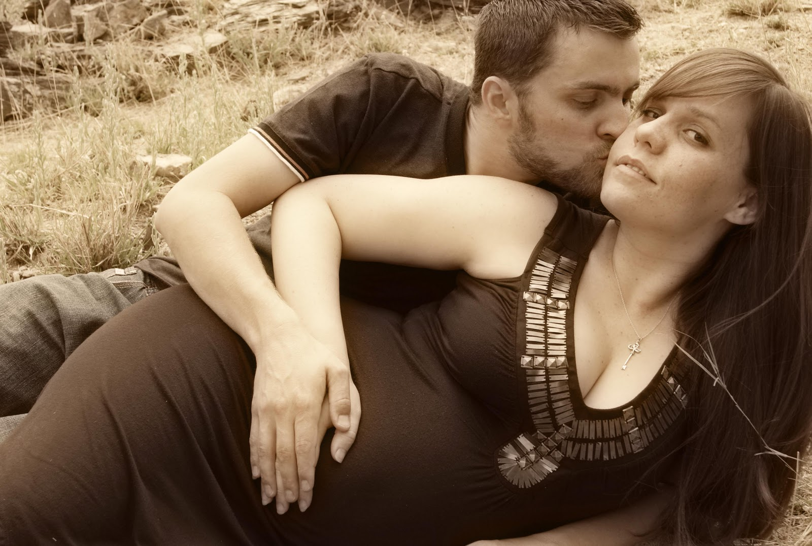 How Beautiful are the Feet...: Maternity pictures preview!