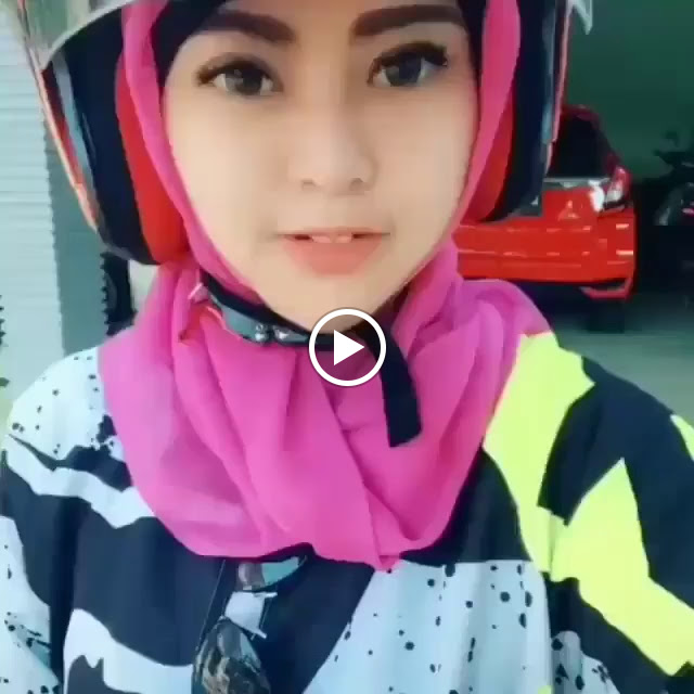 Spoiled And Cute Hijaber