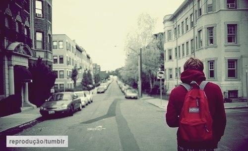 quase perfeito, menino viajando, de costas tumblr