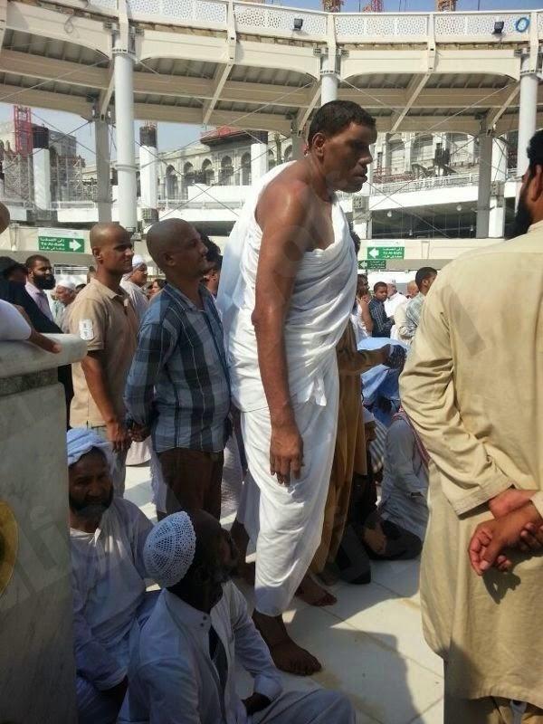 Kaaba Makkah: Ghulam Shabbir Tallest MAN in the World 2002 visit Makkah