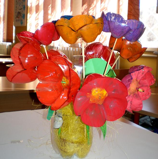 Flori din materiale reciclate