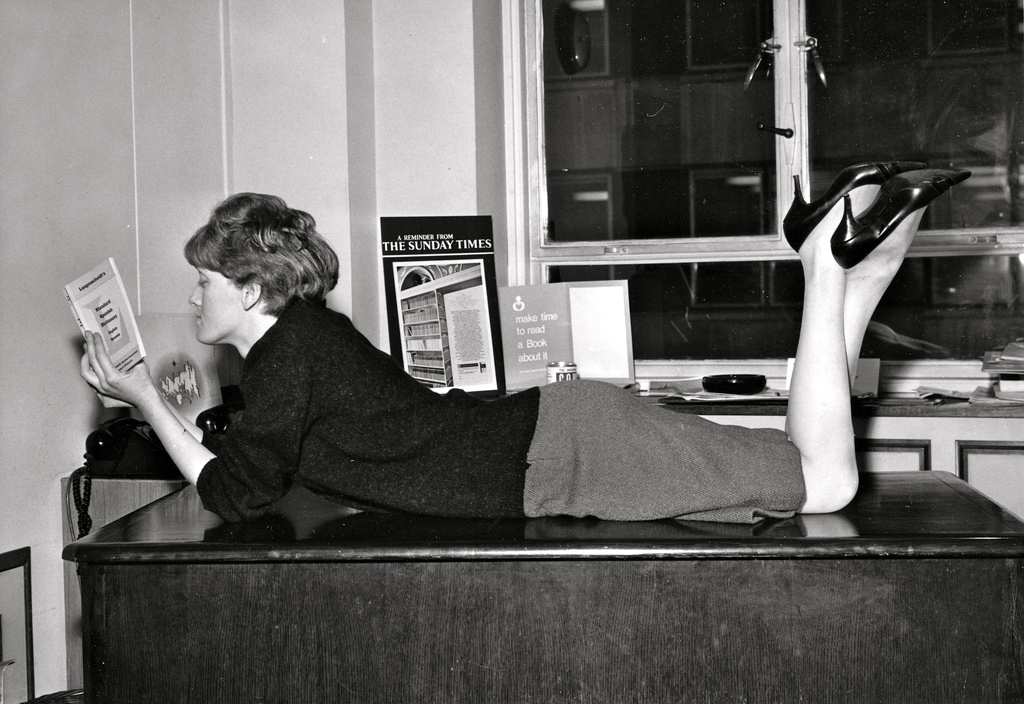 37 Vintage Portrait Photos Of Sexy Secretaries In The -4889