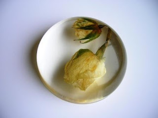 Wedding flower paperweight - Paperweight made with preserved wedding flowers