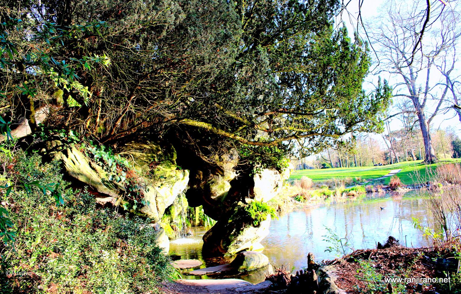 La cascade enchant e dans un jardin extraordinaire le for Bagatelle jardin paris