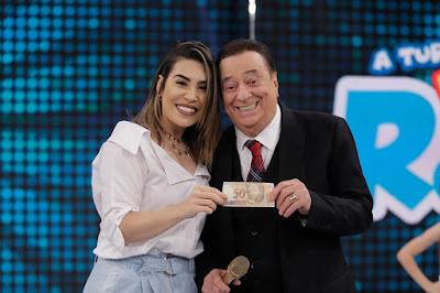 Raul Gil e Naiara  (Crédito: Rodrigo Belentani/SBT)