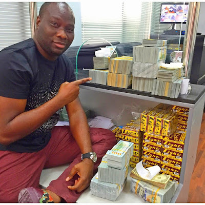 lagos big boy owner of mompha bureau de change ismaila flaunts 4million cash on ig gistmania. Black Bedroom Furniture Sets. Home Design Ideas