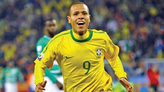 Luís Fabiano pode ser o 9 que o Corinthians busca, diz Silvinho
