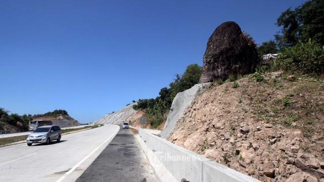 Batu Bleneng Tol Cipali