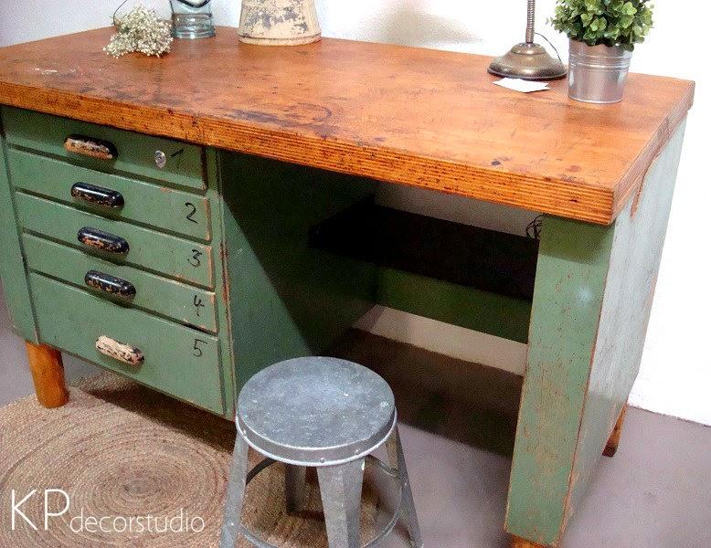 Muebles estilo industrial. Tienda vintage de muebles antiguos en Valencia. Escritorios industriales de madera