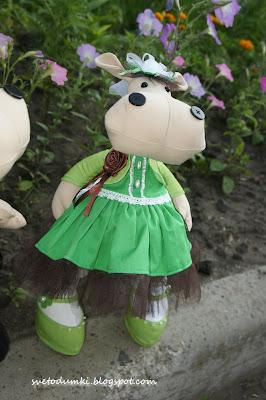 бегемотиха, интерьерная игрушка, текстильная игрушка, зеленое платье