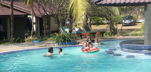 kolam-renang-the-jayakarta-anyer