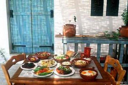 Τα πέντε απόλυτα φαγητά του Ελληνικού καλοκαιριού