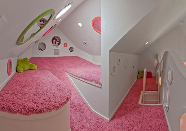 unique bedroom remdoel based on UFO spaceship