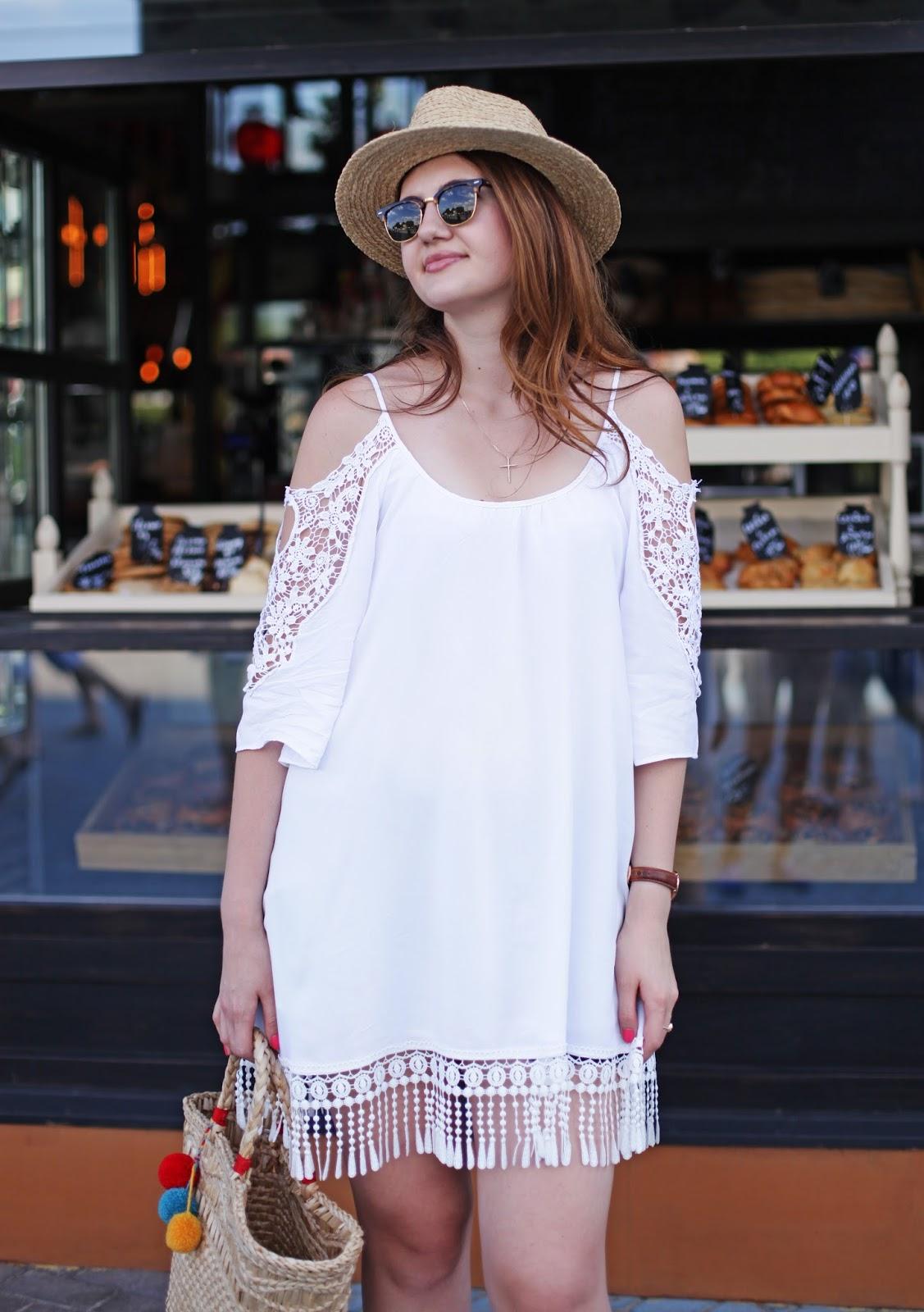 белое платье, тренд, как носить белое платье, соломенная шляпа, очки Ray-Ban,  модный блогер
