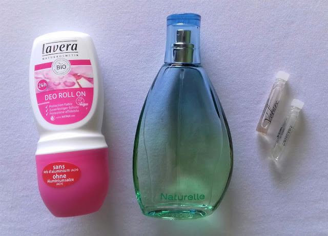 Wakacyjna kosmetyczka. Jakie kosmetyki zabrać na wakacje?